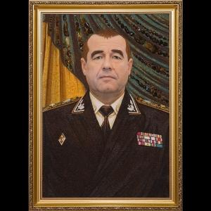 Янтарный портрет генерала