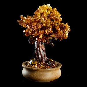 Янтарное дерево счастья фото. Высота янтарного дерева 30 см. Масса янтаря в изделии 701 гр., доступная цена дерева из янтаря.