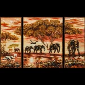 Картина из янтаря слоны из трёх частей, триптих размером: 58 х 95 см. Цена картины из янтаря 16 тыс. грн.