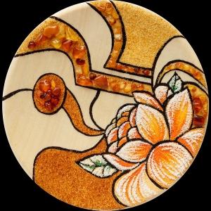 Тарелка из янтаря цветы. Размеры янтарной тарелки 18 см. Доступная цена подарочной тарелки 1000 грн.