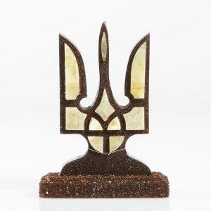 Сувенир из янтаря герб Украины. Настольная фигурка на подарок.