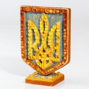 Настольный подарок из янтаря. Сувенир герб Украины.