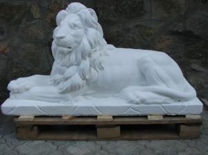 Скульптура льва на складе; материал, высокопрочный белый бетон: для украшения аллей сада, парков и террас