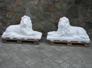 Скульптура львов из высокопрочного белого бетона, на складе в Киеве: для украшения террас, парковых аллей, сада