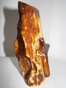 Крест из янтаря. Вес 207 г. Высота 120 мм. Основа 75 х 65 мм. Цена договорная