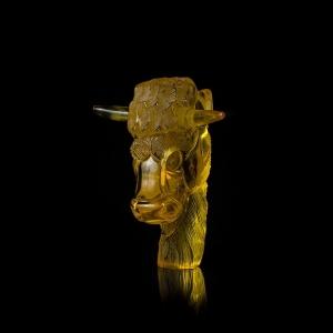 Фигурка из янтаря бык