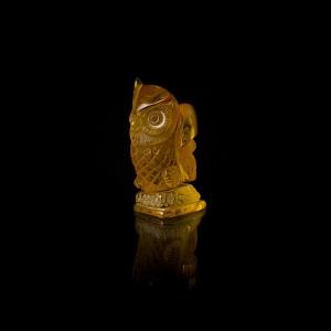 Фигурка из янтаря сова