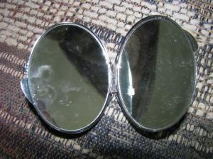 Зеркала, инкрустированные янтарём