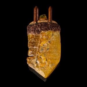 Кулоны из янтаря
