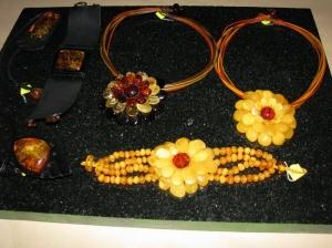 Купить украшение из янтаря