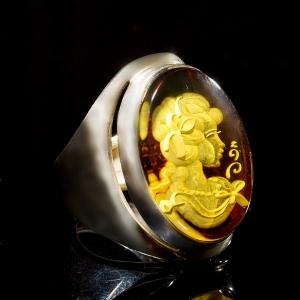 Кольцо камея из янтаря