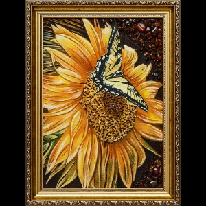 Картина из янтаря: Бабочка на подсолнухе