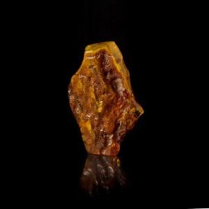 Камень янтарь