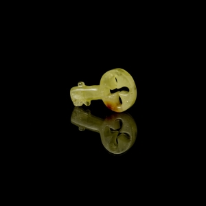 Сувенир из янтаря ключик