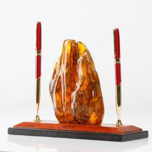 Янтарная подставка для ручек.  Натуральный янтарь в настольном гарнитуре.
