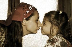 Изготовление портретов из янтаря по фото. Фото матери и ребенка