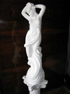 Скульптура на новоселье. Статуя из гипса Роза, высота h=86 см. Основа - окружность, диаметром 20 см. Колонна из гипса, высота h=70 см. Основа - квадрат 25 # 25 см. Цена статуи с колонной = 5000 грн.