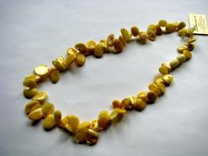 Полированные бусы из янтаря