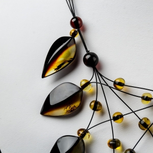 Ожерелья из янтаря