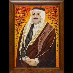 Мужской портрет из янтаря