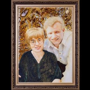 Портрет из янтаря на заказ ручной работы. Изготовление семейных портретов из янтаря на заказ.
