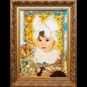 Детский портрет из янтаря. Размер янтарного портрета девочки - 30 х 40 см. Цена портрета девочки из янтаря - 4 тыс. грн.