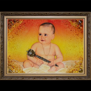 Фото янтарного портрета. Размеры янтарного портрета ребёнку - 60 х 80 см. Цена янтарного портрета ребёнка - 15 тыс. грн.