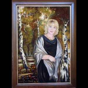 Женский портрет из янтаря по доступной цене. Изготовление янтарного портрета по фото