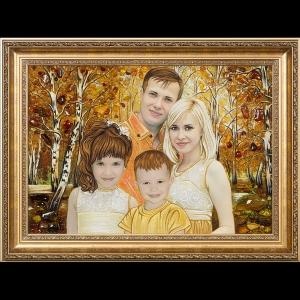 Портрет молодой семьи из янтаря