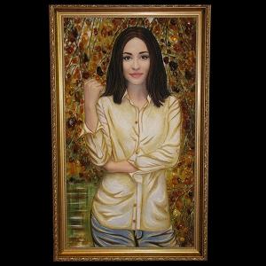 Янтарный портрет на заказ молодой девушки