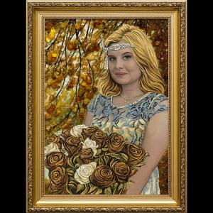 Портрет девушки с розами из янтаря